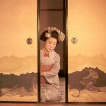 Geisha in door